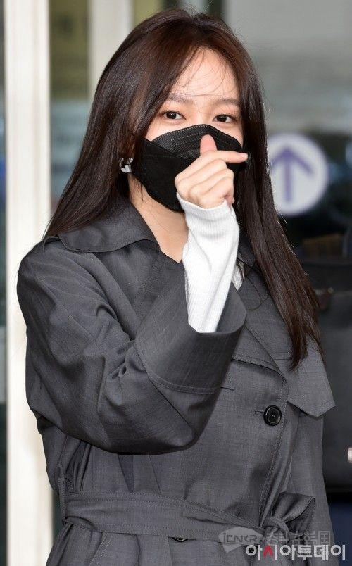 EXID成员HaNi低调装扮现身仁川机场